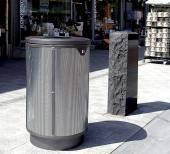 Affaldsbeholdere udendørs